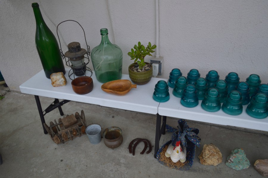 vintage-insulators-yard-art